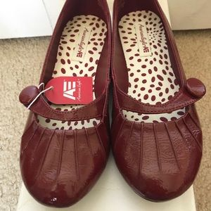 NWT AE American Eagle red flats size 1